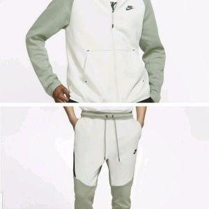 Nike Tech Fleece Full-Zip Hoodie & Jogger
